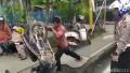 Tidak Diterima Ditilang, Pemotor di Inhu Ngamuk Banting Motor dan Dorong Polantas