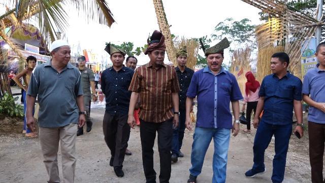 Said Syarifuddin Kunjungi Stand Bazar MTQ Tingkat Kabupaten ke-49