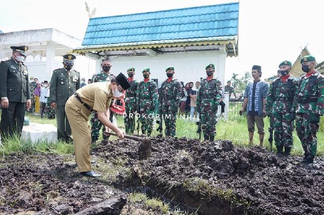 Bupati Inhil Hadiri Pemakaman Pahlawan Sersan Kepala Purnawirawan Ahmad Purnomo