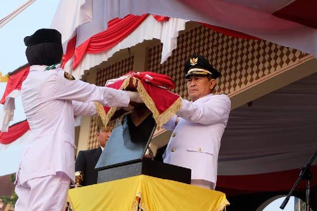 Wakil Bupati Inhil Pimpin Upacara Penurunan Bendera Merah Putih HUT RI Ke-74